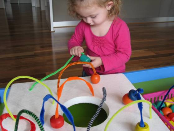 making-pipe-cleaner-mazes1